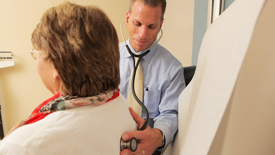 Cardiologist Dr. Glen Hamroff Examines Patient at Hudson Valley Cardiology