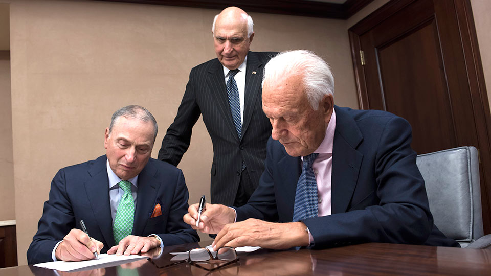 Dean and CEO Dr. Robert I. Grossman, Paolo Fresco, and Ken Langone