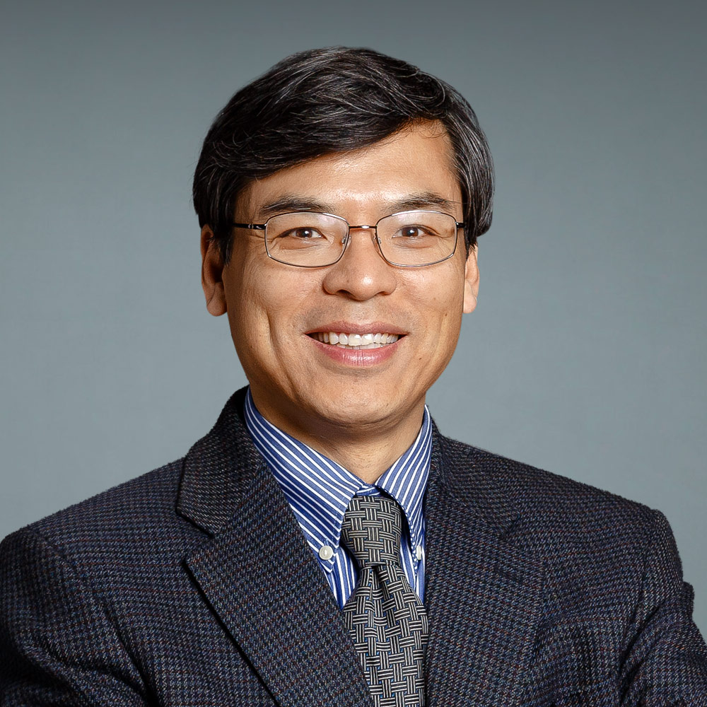 Zujun Li,MD. Medical Oncology