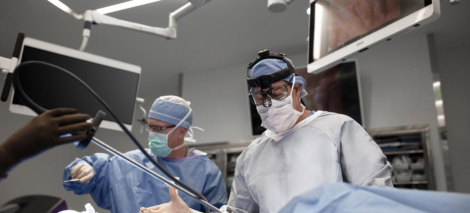 Dr. Michael Zervos and Dr. Robert J. Cerfolio Performing Robotic Thoracic Surgery